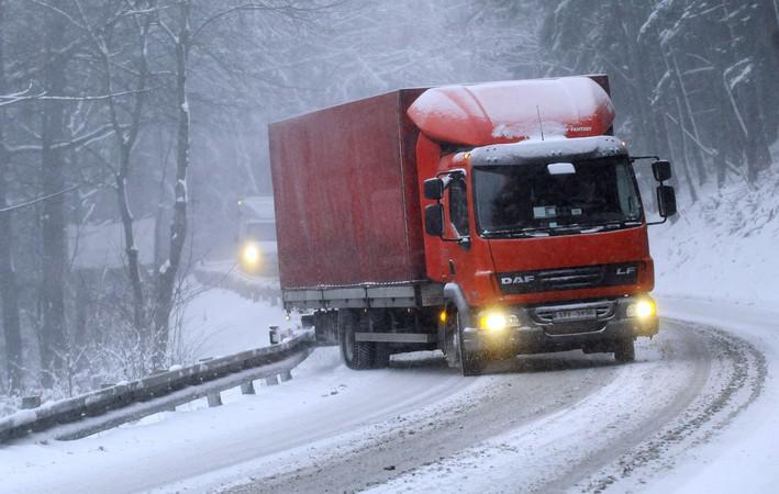 Sníh nadělal starosti řidičům na Zlínsku