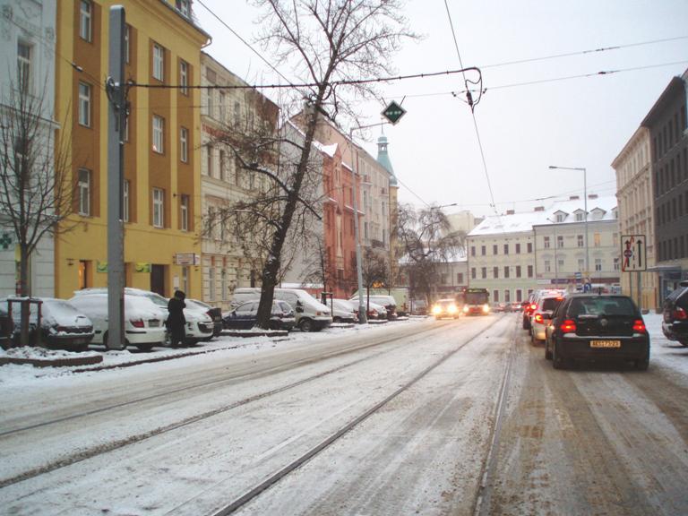 Řidiči vytvářejí kolony kvůli sněhu