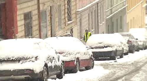 Sníh zasypal ulice ve městech