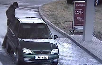 Řidič brzy zmizí z benzinky bez zaplacení