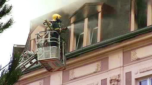 Požár činžovního domu v Karlových Varech