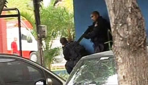 Policisté v chudinských čtvrtích Ria