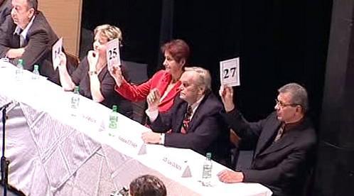 Žatečtí zastupitelé při hlasování