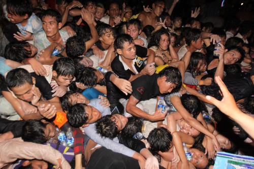 Při oslavách v KAmbodži bylo umačkáno na 200 lidí