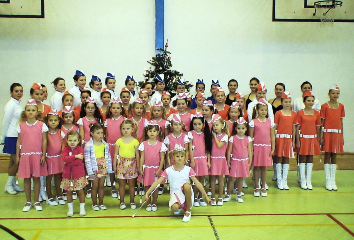 Vánoční pochodování libochovických mažoretek - rok 2009