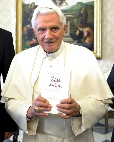 Benedikt XVI. s knihou Světlo světa