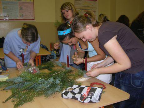Školáci vyráběli vánoční svícny