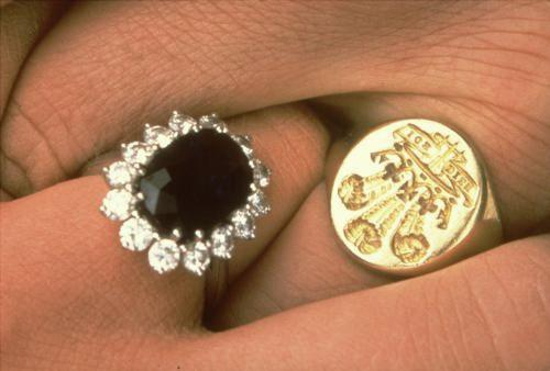 Zásnubní prsteny princezny Diany a prince Charlese