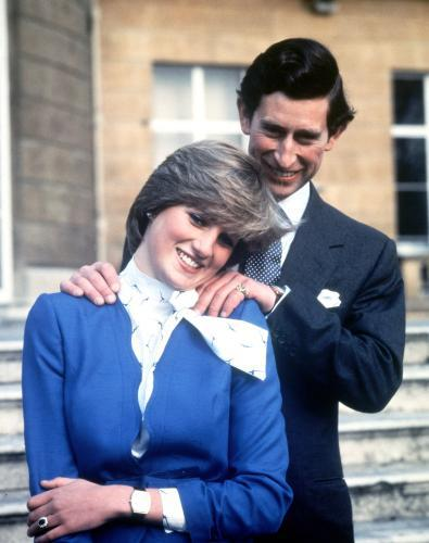 Zásnubní fotografie prince Charlese a Diany Spencerové