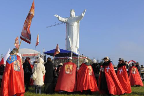 Největší socha Ježíše Krista na světě stojí v Polsku