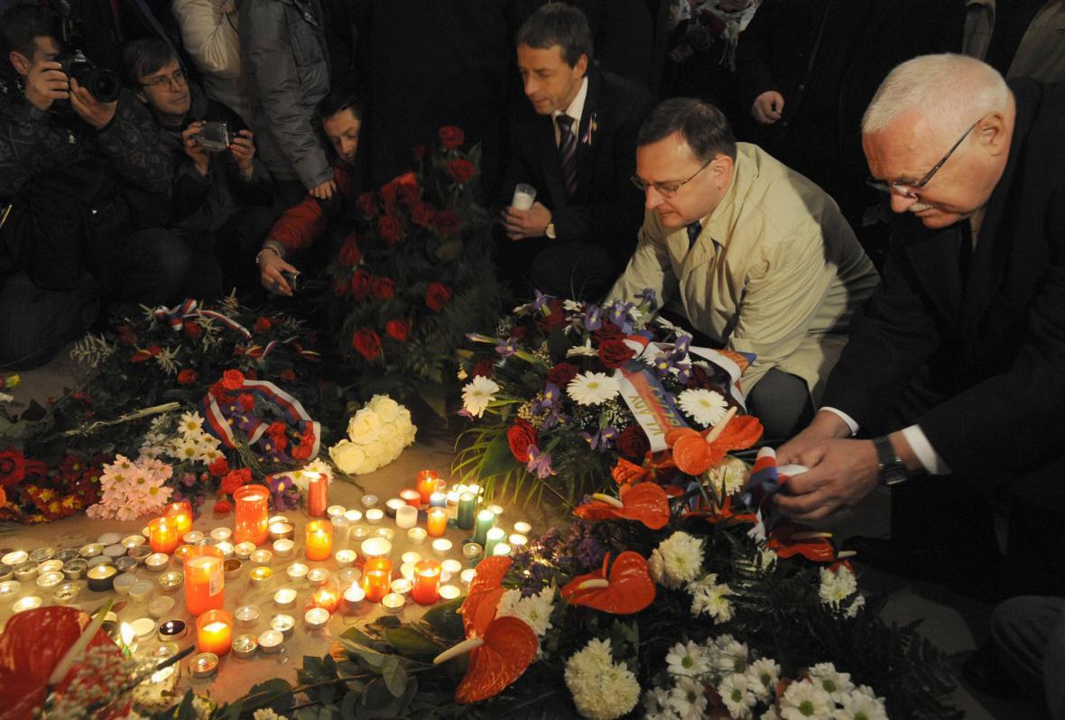 Václav Klaus a Petr Nečas při vzpomínkové akci 17. listopadu