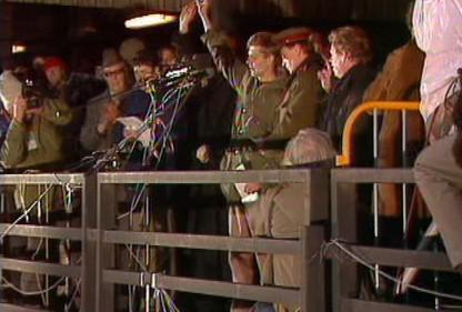 Demostrující příslušníci ozbrojených složek v listopadu 89