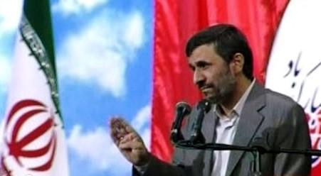 Mahmúd Ahmadínežád představuje letoun Karrar