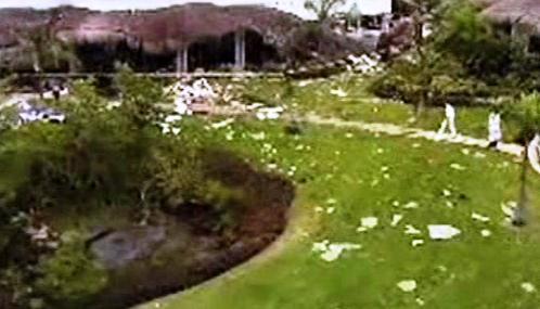 Kráter po výbuchu v hotelu Grand Riviera Princess