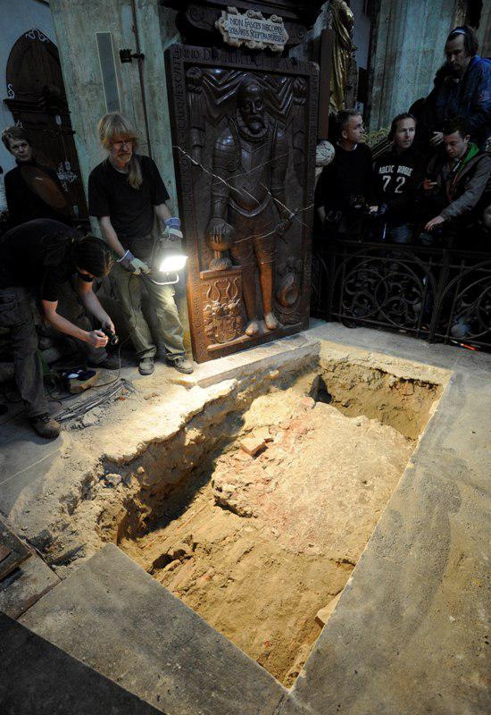 Otevírání hrobky Tycha Braha