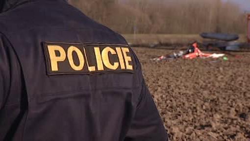 Policie zajišťuje místo havárie vrtulníku