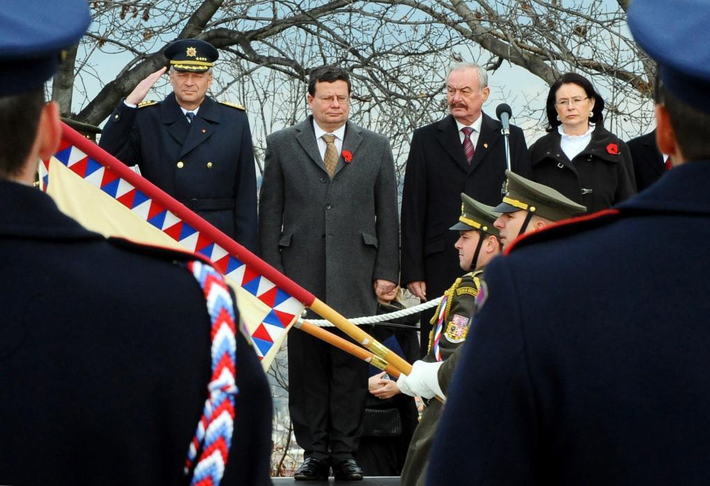 Ministr obrany uctil válečné veterány