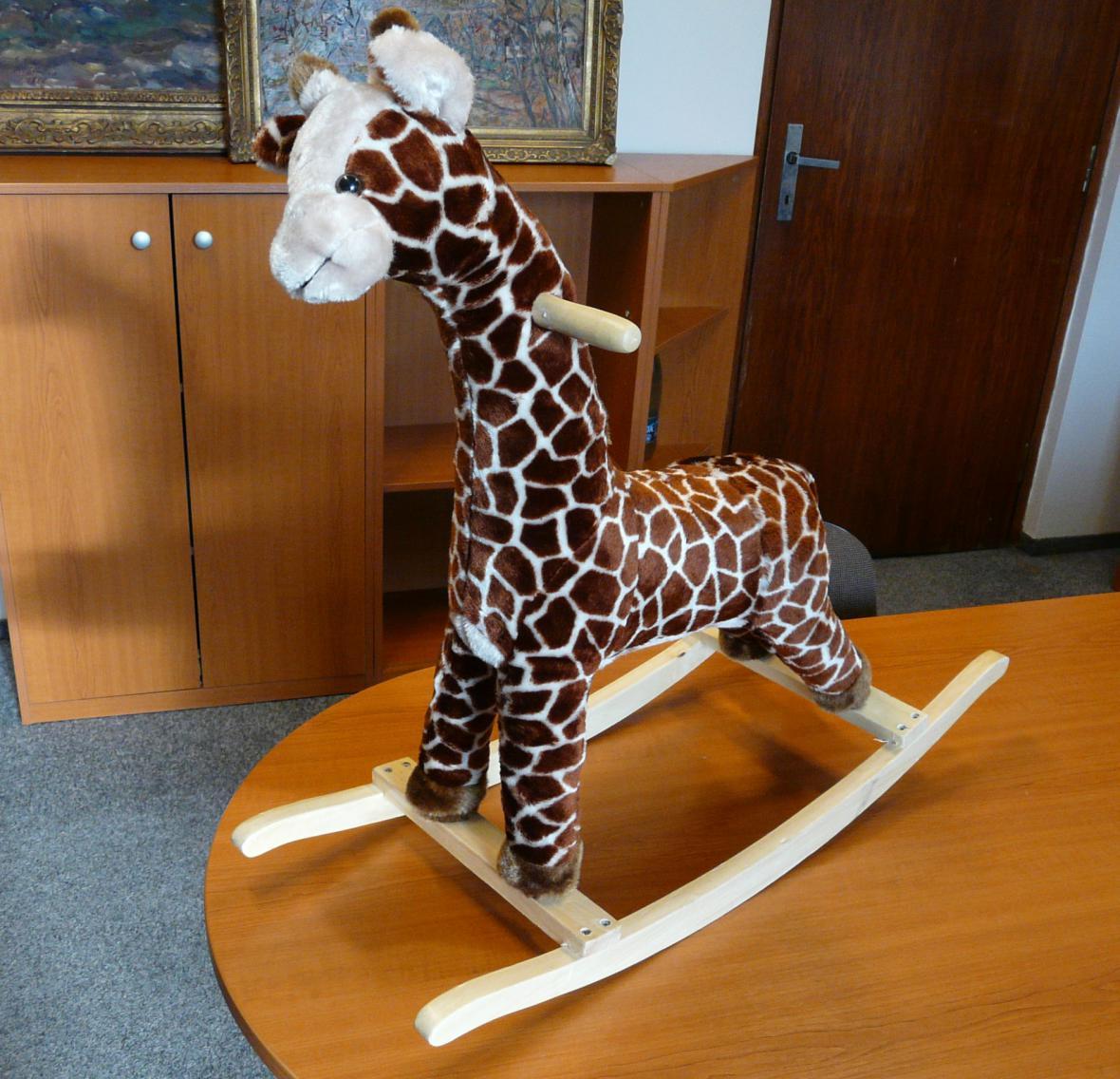 Nebezpečná houpací žirafa