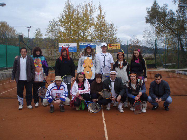 Maškarní tenis ve Vitíně