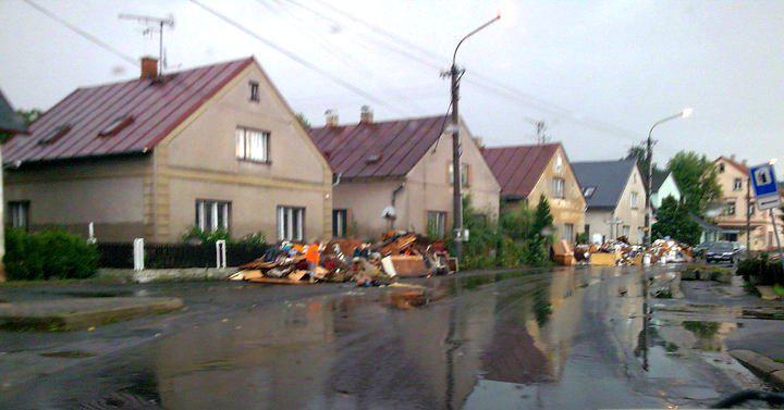 Odklízení povodňových škod v Raspenavě
