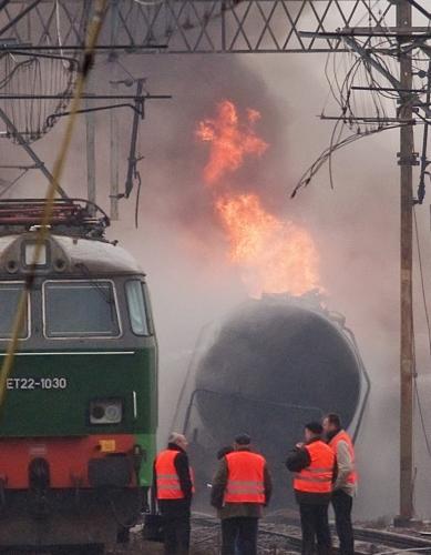 Hořící polský vlak s palivem