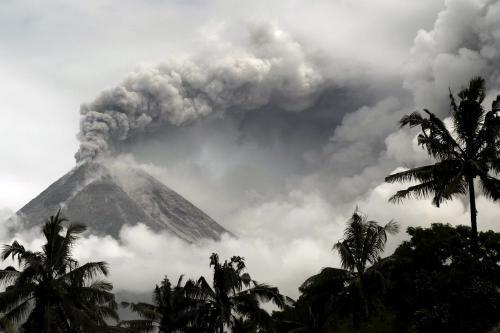 Sopka Merapi chrlí popel