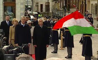 Přivítání maďarského prezidenta na summitu V4