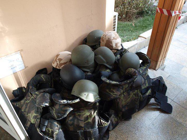 Neprůstřelné vesty a helmy