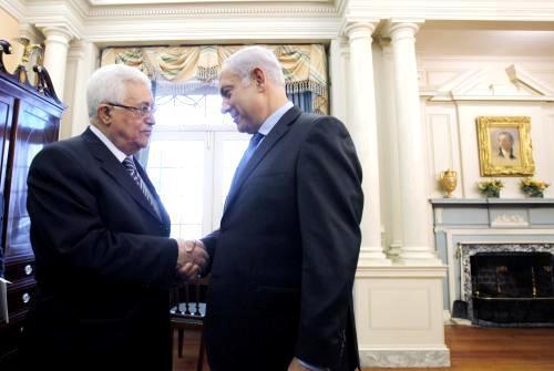 Mahmúd Abbás a Benjamin Netanjahu