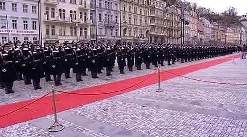 Hradní stráž na Mlýnské kolonádě