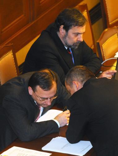 Sněmovna jedná o úsporách