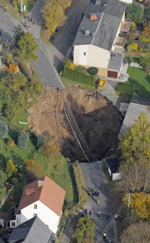 Ve Schmalkaldenu se propadla zem