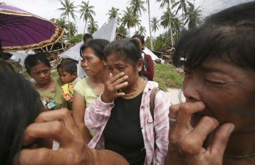 Přeživší po tsunami na indonéském ostrově Pagai