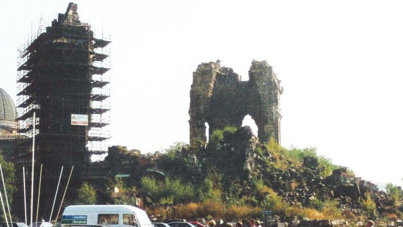 Kostel Panny Marie po bombardování v únoru 1945