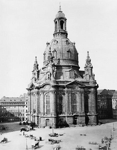 Kostel Panny Marie, známý také jako Frauenkirche v roce 1880
