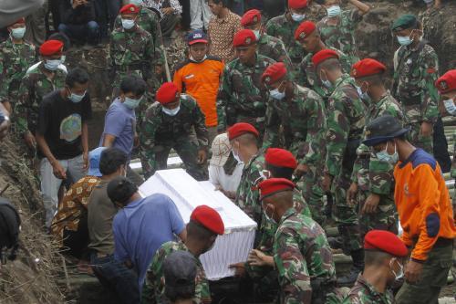 Pohřeb obětí erupce sopky Merapi