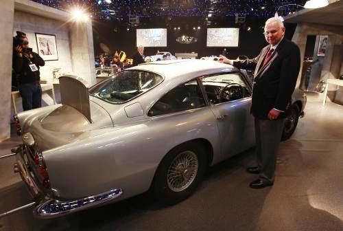 Aston Martin DB5 a jeho současný majitel Jerry Lee