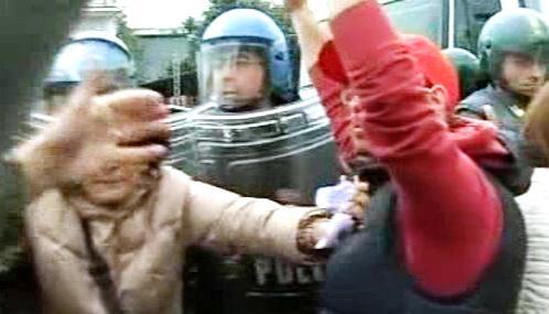 Italové protestují proti výstavbě skládky u Neapole