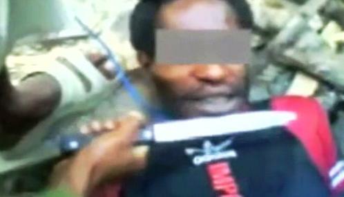 Indonéští vojáci mučí domorodé Papuánce