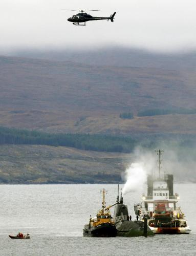 Vyprošťování uvízlé britské jaderné ponorky