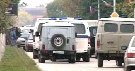 Policie před budovou čečenského parlamentu