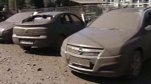 Auta poškozená výbuchem parovodu