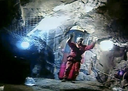 Důl opouští poslední ze záchranářů Manuel González