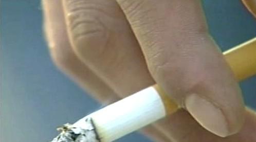 rovný chlapec kouření