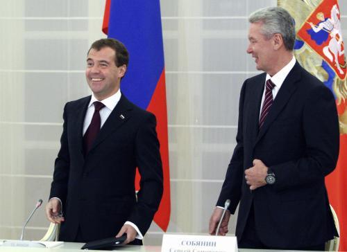 Dmitrij Madveděv a Sergej Sobjanin