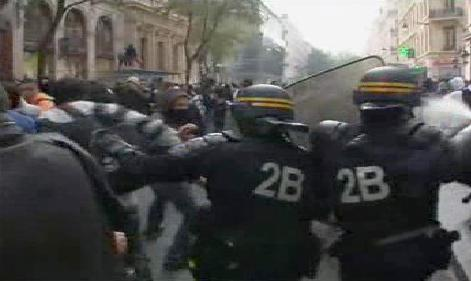 Střety demonstrantů s policií