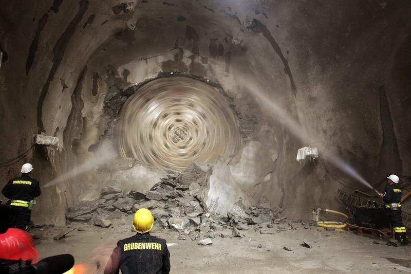 Proražení Gotthardského tunelu