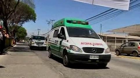 Sanitky převáží horníky do nemocnice