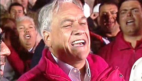Sebastián Piñera zpívá chilskou hymnu