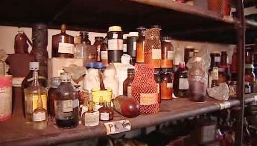 Policie našla uvnitř množství chemického odpadu